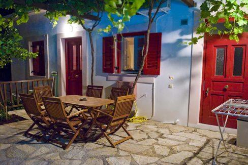 villa_pandora_entrance_at_night