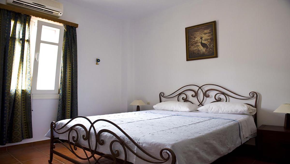 villa_pandora_first_floor_double_bedroom